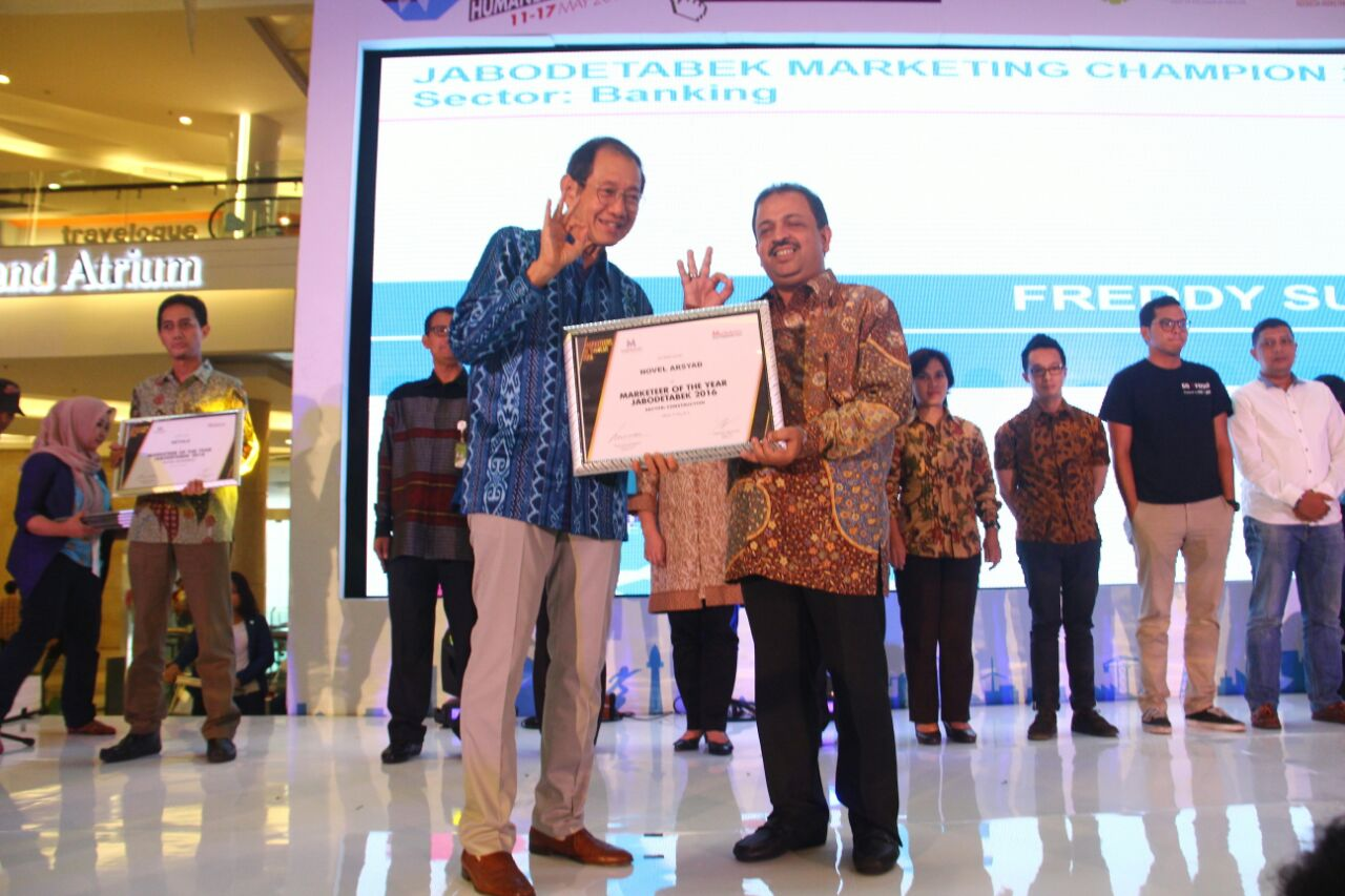 Vice President Director of WIKA Gedung Achieves Title Marketeer of The Year 2016