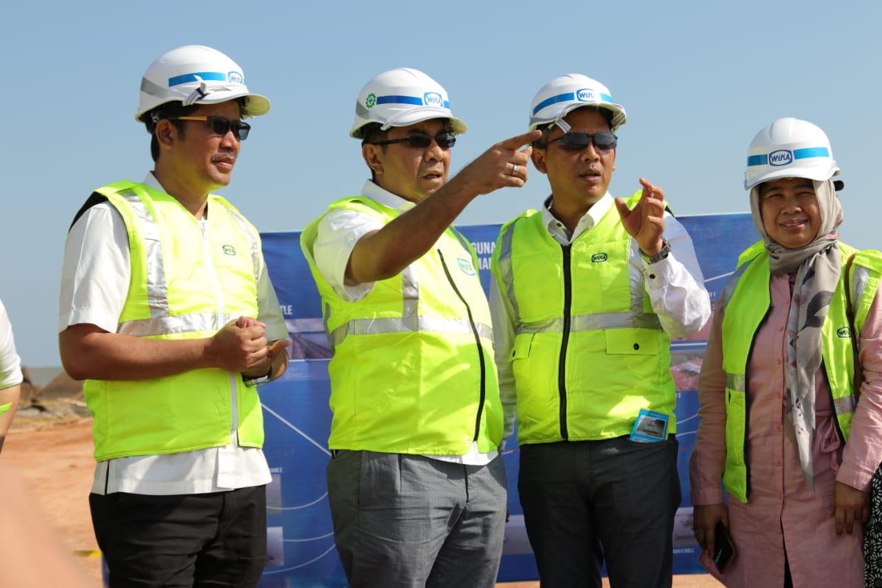 The Assistant Deputy of the BUMN Ministry Visits the Kijing Pier Project